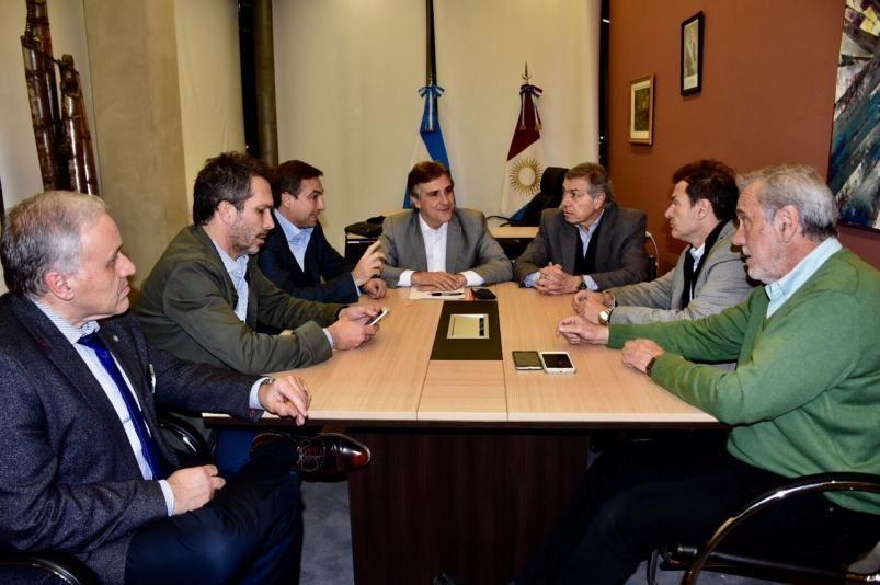 SIN SOLUCION. Los principales dirigentes de la provincia en El Panal, el jueves a la noche.