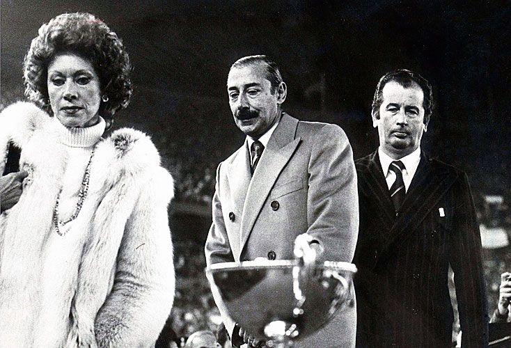 Final del Mundial 78, en el palco presidencial con el dictador Jorge Rafael Videla y con Julio Grondona.