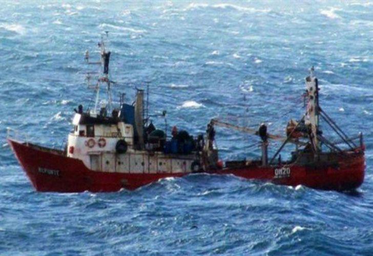 La embarcación con 12 tripulantes se hundió unas 36 millas náuticas (80 kilómetros) al norte de la costa de Rawson.