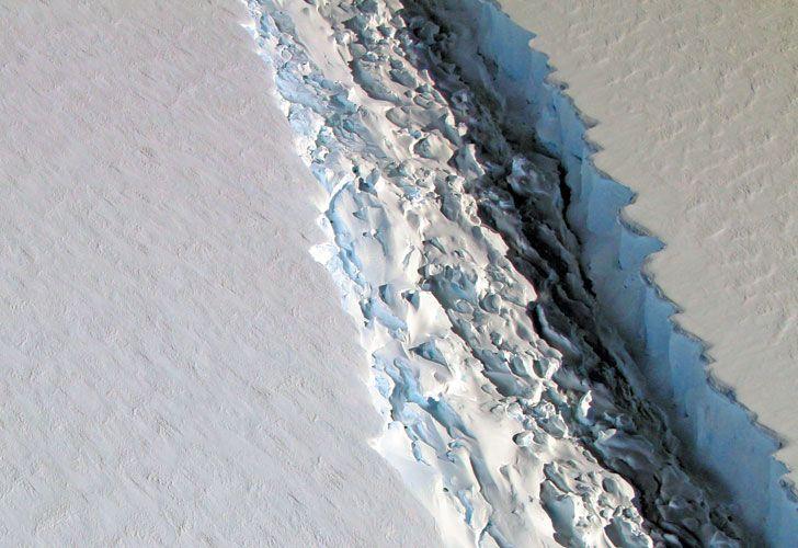 Barrera. La NASA fotografió la grieta gigante, en la plataforma Larsen C, que está por colapsar.