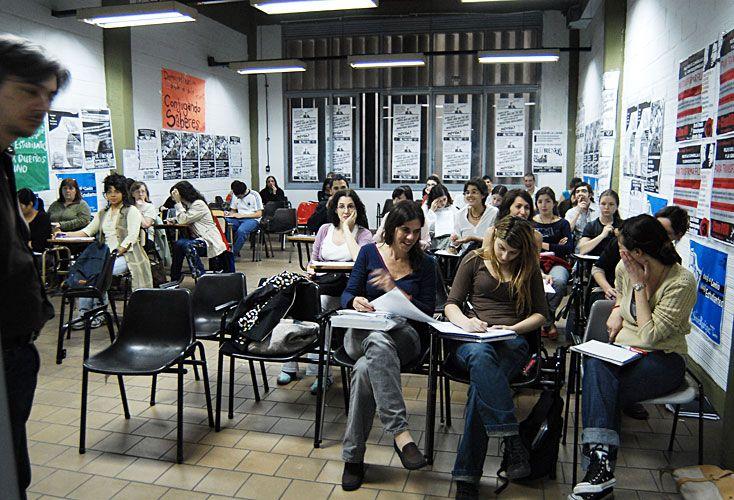 Pertenecer. Si bien en los espacios educativos la presencia femenina es mayoritaria, se debe reflexionar sobre cómo se involucra en ellos y los límites que enfrenta.