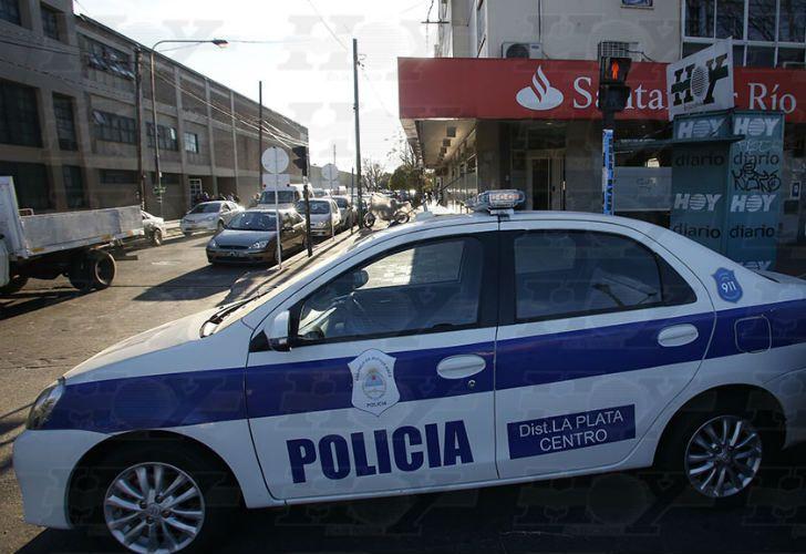 Robaron medio millón de pesos de un banco en La Plata