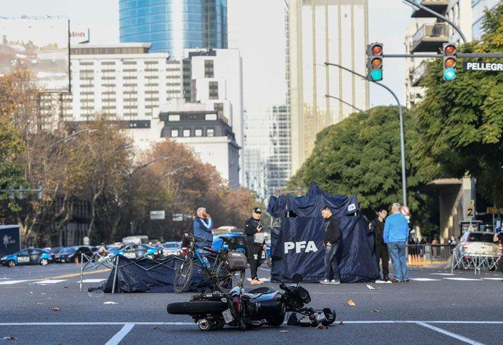 Dos motochorros murieron tras robo, persecución y choque múltiple en Retiro