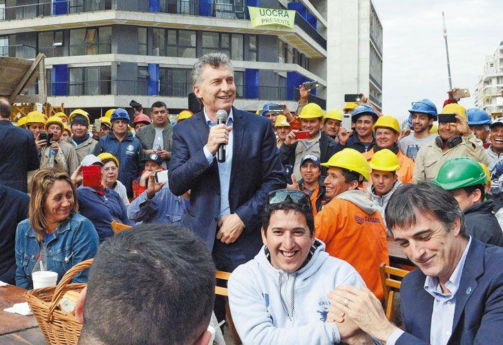 Primer acto. Un día después de que se confirmara su candidatura, Macri se mostró con Bullrich en un acto en Villa Soldati.
