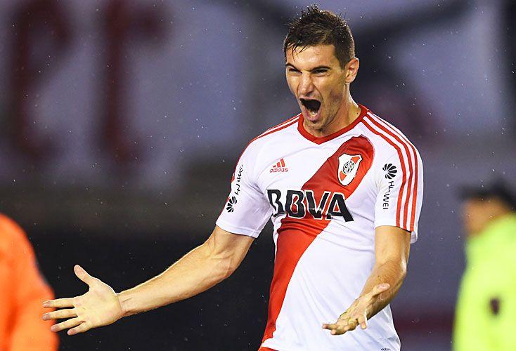 Última función. Alario, uno de los pocos titulares que hoy juegan en el Millonario. En La Academia, Cuadra va por Zaracho.