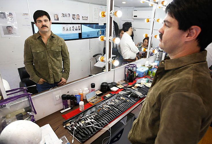 Real. El actor Marco de la O antes de someterse al maquillaje que lo convierte en El Chapo. El narco quiere hacerle juicio a Netflix y Univisión.