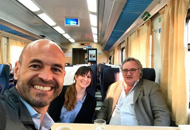 El recorrido entre Buenos Aires y Mar del Plata fue reinaugurado por un viaje oficial en el que sólo participarán funcionarios, entre ellos ministro de Transporte nacional, Guillermo Dietrich.
