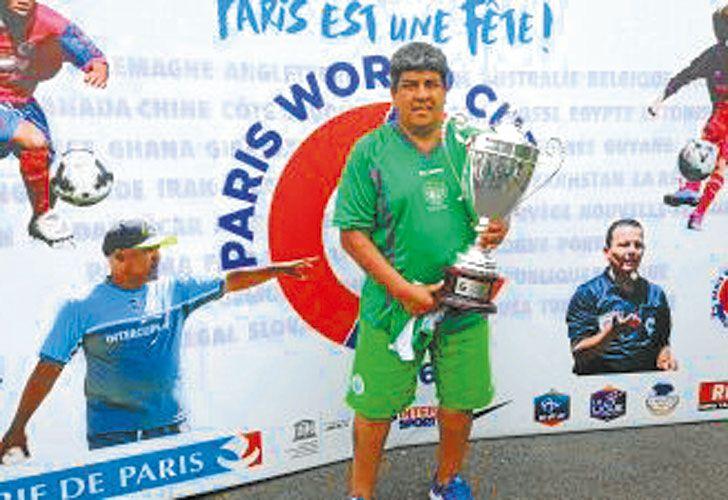 Campeon. Pablo acompaña al equipo de Camioneros por Francia.