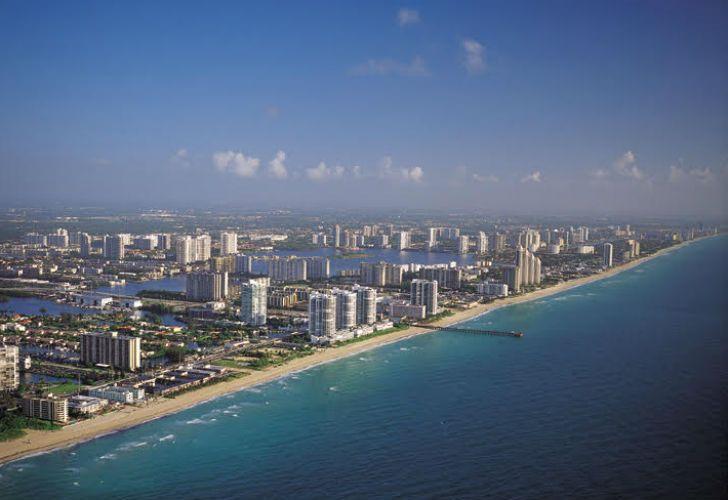 Sunny Isles Beach en la Florida celebra 20 años con transformaciones y una torre que promete subir varios escalones su prestigio.