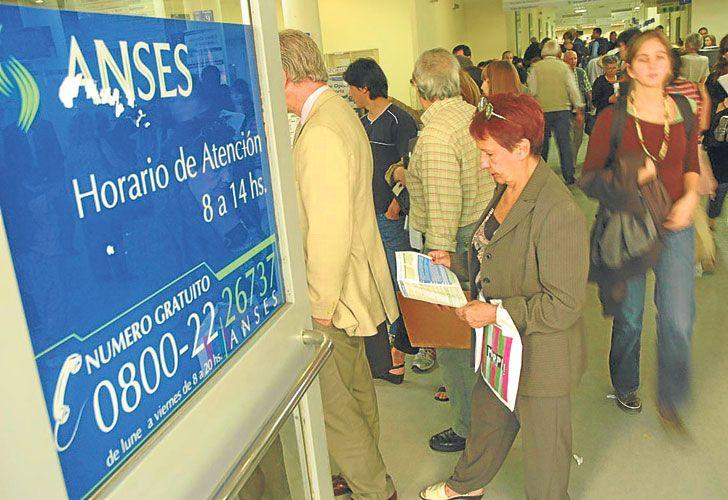 PLAN. El Gobierno extendió la tarjeta Argenta a beneficiarios de la AUH.