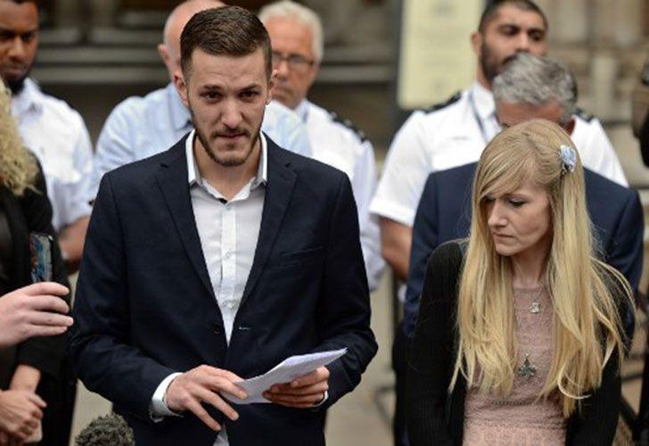 Los padres durante una conferencia de prensa a la salida de los tribunales.