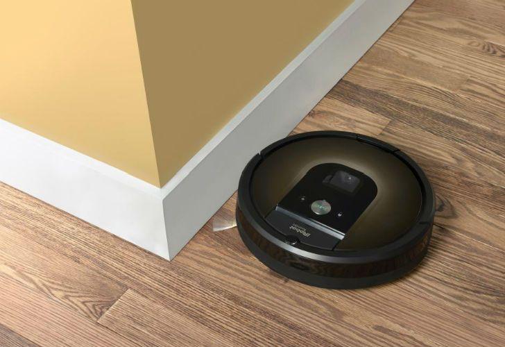 La aspiradora Roomba tiene la capacidad de almacenar información sobre los espacios por donde pasa.