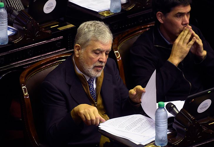 La sesión especial de la Cámara de Diputados en la que se debatirá la expulsión de Julio De Vido (Foto) del cuerpo se inició pasadas las 11,35 con la presencia de 129 diputados, entre los que se encuentra el ex ministro, que anticipó a la prensa su decisión de hablar en el recinto para ejercer su defensa, en el marco del plenario.