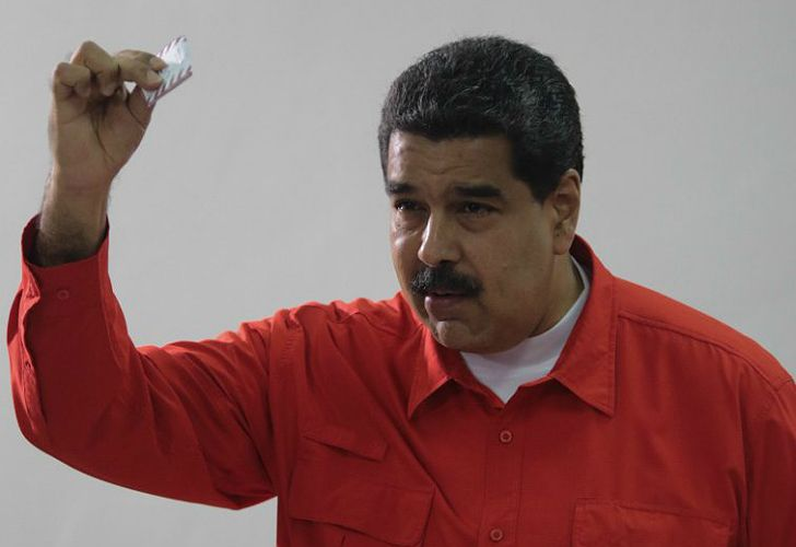 Maduro, al emitir su voto.