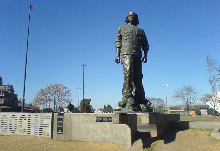 Una organización junta firmas para quitar una estatua del