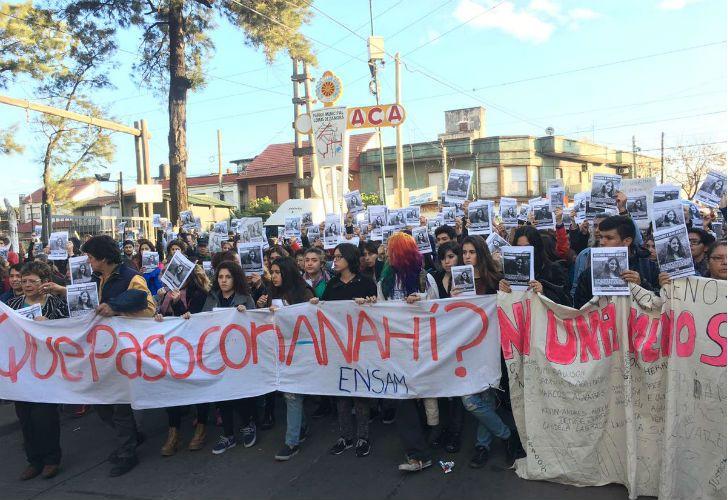 Familiares y amigos durante una marcha pidiendo por la aparición de Anahí Benitez, de 16 años.