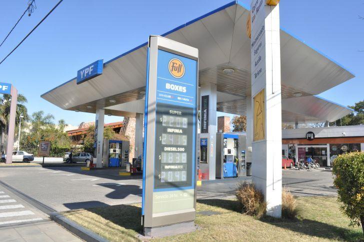 Por la presión de tributaria las naftas que se pagan en Córdoba están entre las más caras de todo el país.