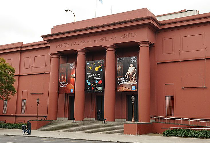 Los más concurridos. Con medio millón de visitas, el Museo Nacional de Bellas Artes lideró el ranking en 2016 (izq.). Para fanáticos, el Museo de la Pasión Boquense estuvo entre los cinco preferidos. El Malba está además entre las diez atracciones turísticas de la Ciudad.