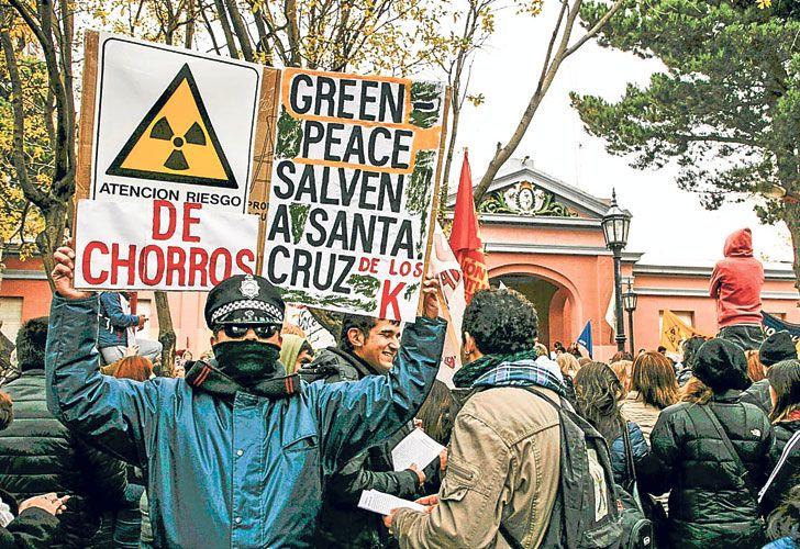 Protestas. La Casa de Gobierno quedará enrejada en los próximos días para evitar que vuelvan a ingresar manifestantes.