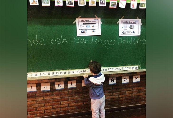 En distintos colegios se ve la leyenda de que aparezca con vida Santiago Maldonado