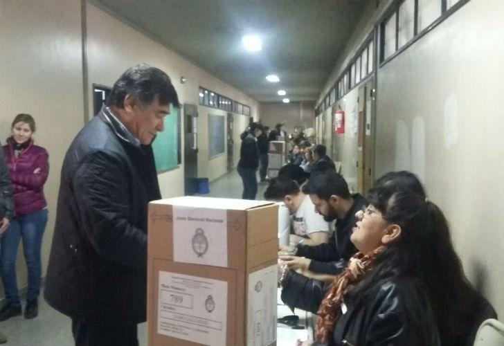 Zannini, uno de los pocos exfuncionarios K que se acercó a votar en Santa Cruz.