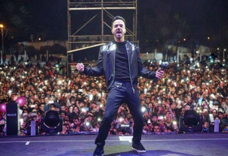 """Luis Fonsi participó de la """"carísima fiesta"""" del Bicentenario en Dolores."""