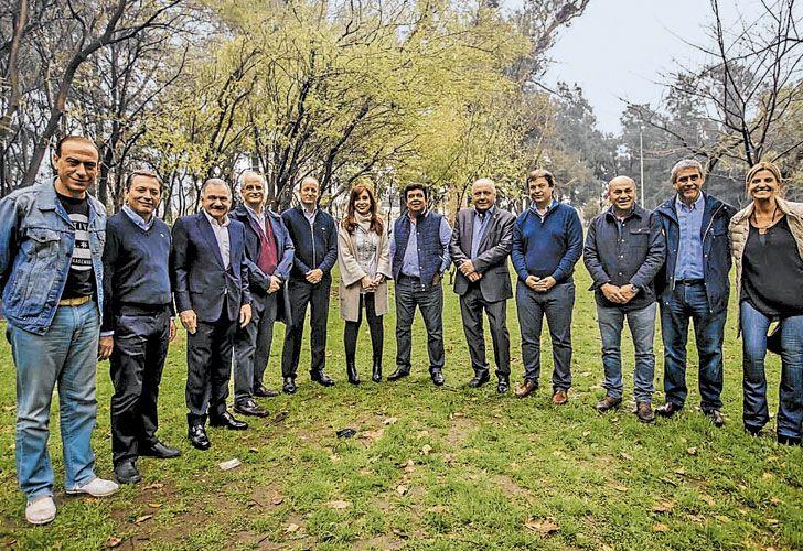 En Lomas. La candidata de Unidad Ciudadana compartió un asado jugoso con los jefes comunales.