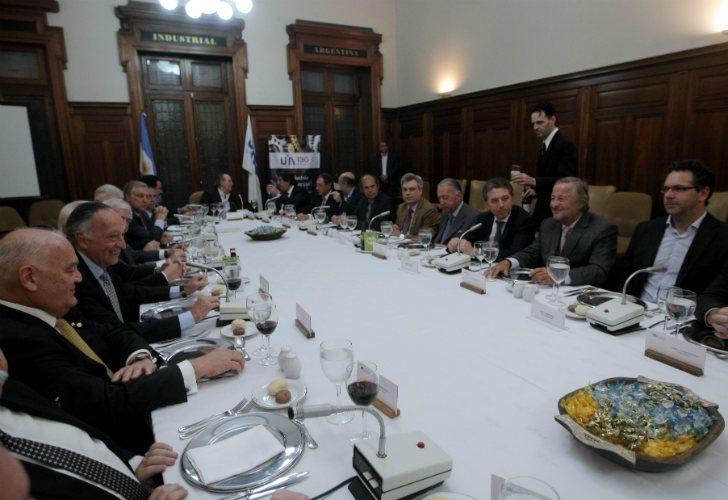 Almuerzo organizado por la Unión Industrial Argentina liderado por su presidente Miguel Acevedo, al cual asistió el ministro de Hacienda Nicolás Dujovne.