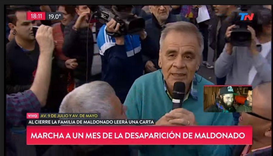 Escracharon al periodista de TN Julio Bazán mientras cubría la marcha por Santiago Maldonado.