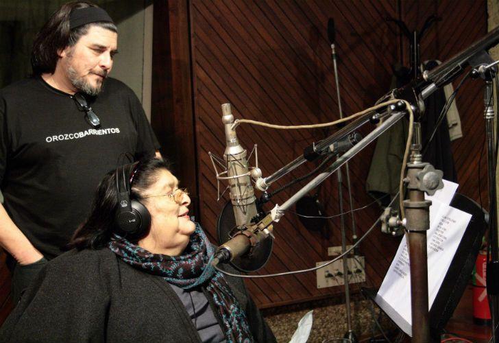 Mercedes Sosa junto a su hijo, Fabián Matus, quien está a cargo del espectáculo.