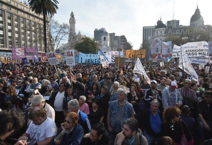 A un mes de su desaparición, miles de personas marchan para pedir por la aparición con vida de Santiago Maldonado.