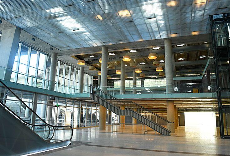 Recorrida. Las intalaciones del CEC, ubicado frente a la Facultad de Derecho, ya están casi terminadas. Tiene 20 mil metros cuadrados y capacidad para 5.500 personas.