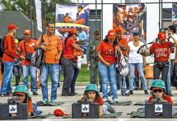 Militarizados. El chavismo apostó por armar a sus militantes y redoblar las críticas a la oposición.
