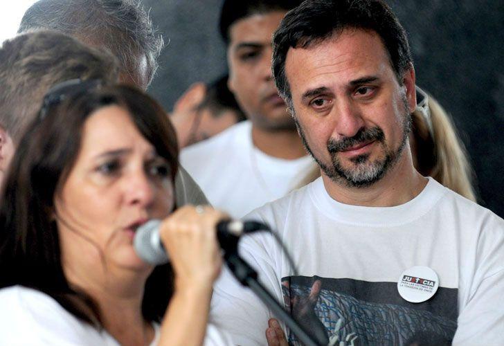 Paolo Menguini y María Luján Rey, los padres de Lucas, durante un acto en homenaje a las víctimas de la Tragedia de Once.