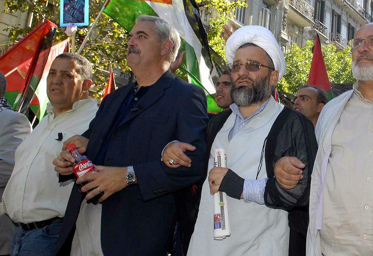 Ahuad y D'Elía, durante una marcha.