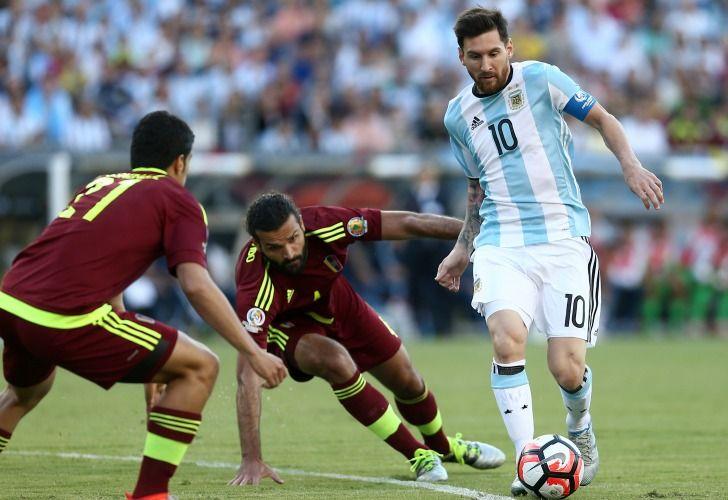 Argentina busca una victoria necesaria ante la débil Venezuela