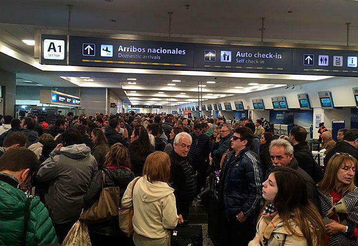 Vuelos cancelados por protesta gremial en aeroparque