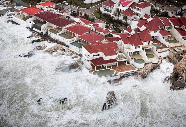El poderoso huracán de categoría 5 pasó sobre Barbuda, San Bartolomé, St. Martin y Puerto Rico, roza Santo Domingo y Haití y se dirige hacia Cuba.