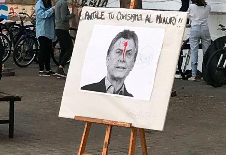 Polémica por foto de Macri con un tiro en la frente en la facultad de Humanidades