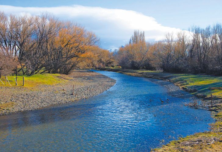 Chubut. Una imagen del río, ayer. Enviaron buzos de Prefectura.