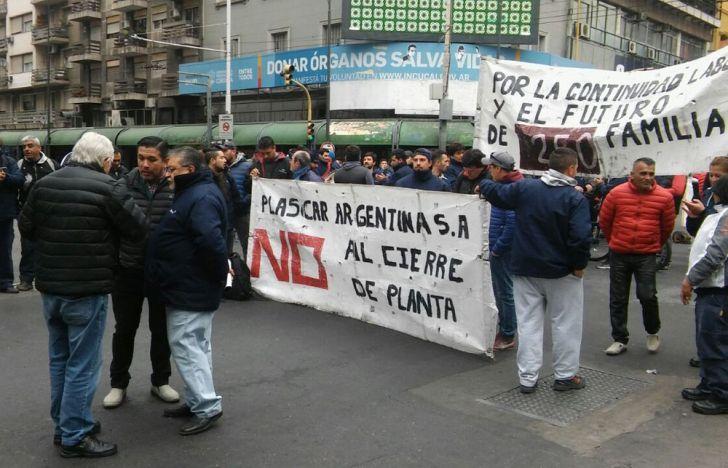 Empleados de Plascar se manifestaron en Colón y General Paz.