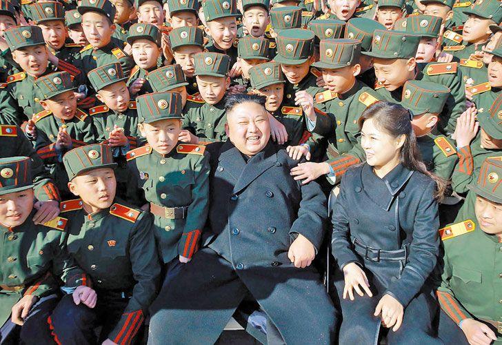 Pioneros asiaticos. Kim enroló a niños en el ejército de su país.