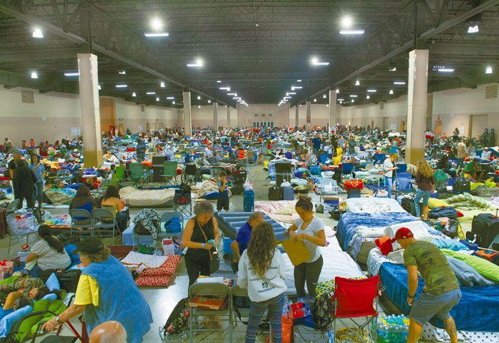 Preparativos. Las autoridades solicitaron que mil enfermeros voluntarios asistan a los evacuados. El ojo del huracán golpearía en los Cayos del oeste de Florida. Más de cuatro millones de hogares se quedarían sin luz tras el paso de la tormenta.