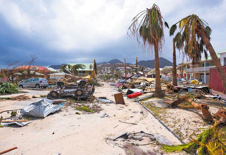 Destrozos. San Martín, destruida en un 95%, esperaba ayer el paso de un segundo huracán.