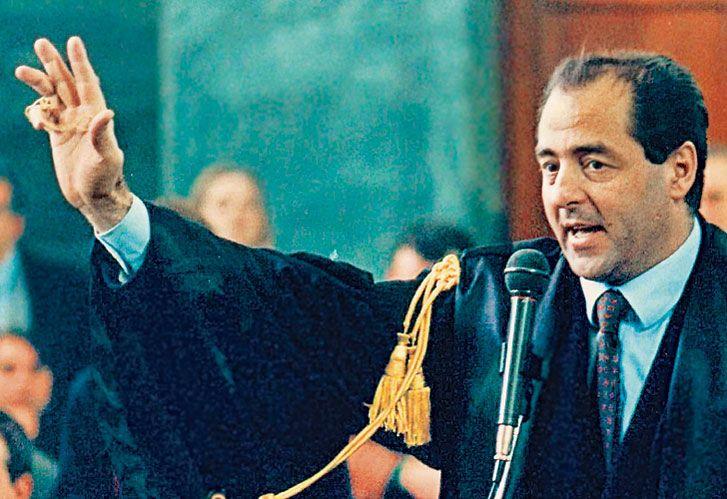 FISCAL ANTONIO DI PIETRO durante su acusación, en 1992, en los tribunales de Milán. A 25 años del Mani Pulite, llegó a Argentina y debatirá con Sergio Moro.
