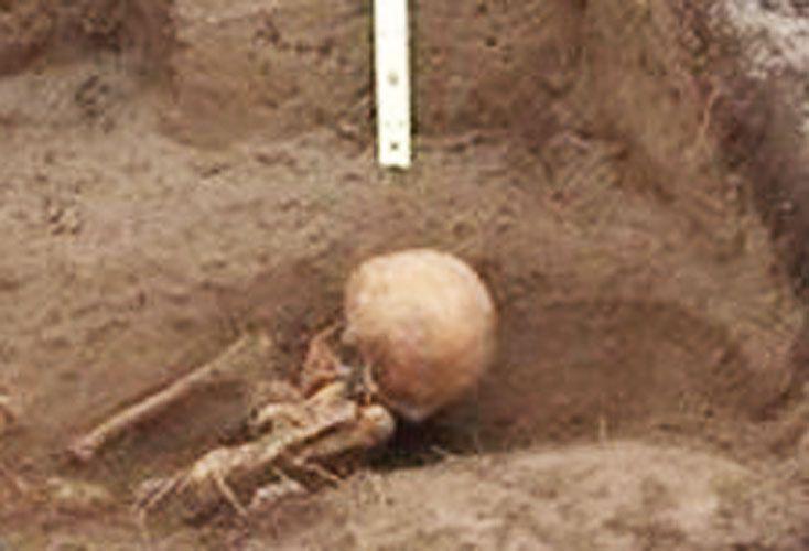 VERDAD. Una tumba de 900 en San Martín de los Andes.