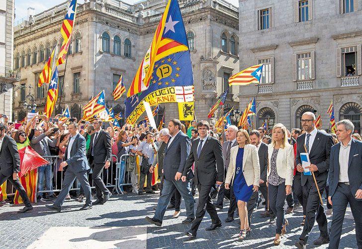 """Cupula. Los líderes de la coalición oficialista catalana se manifestaron ayer en un acto de campaña por el """"sí"""" a la independencia."""