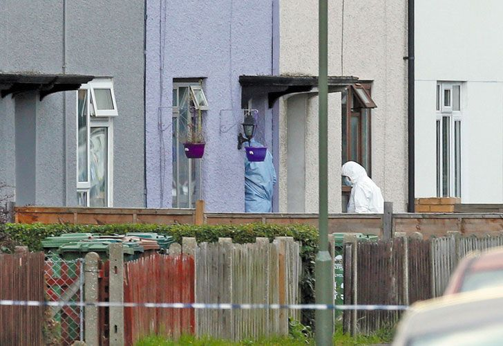 Requisa. Tras la detención, la policía allanó una casa en un barrio de las afueras de la capital.