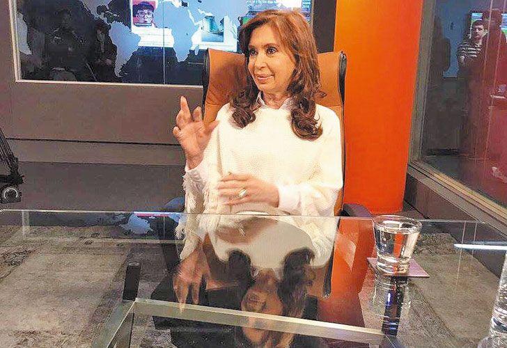 De visita. Cristina aceptó la entrevista en tierra hostil.