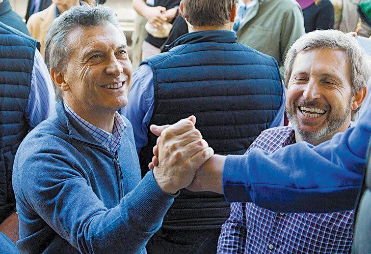 En entre rios. Mauricio Macri y Rogelio Frigerio compartieron ayer el timbreo en Villa Paranacito.